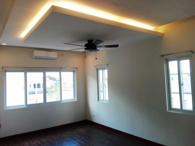 4 Bedroom House with Swimming pool for rent in Hensonville - 70K - 5