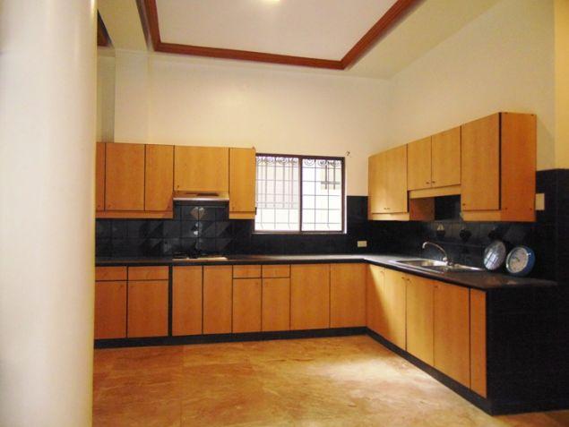 Banilad House for Rent 6 Bedrooms Un-furnished - 3