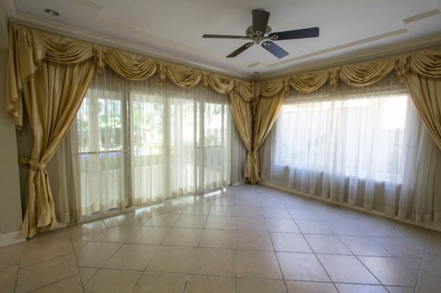 4 Bedroom House for Rent with Swimming Pool in Maria Luisa Park - 8
