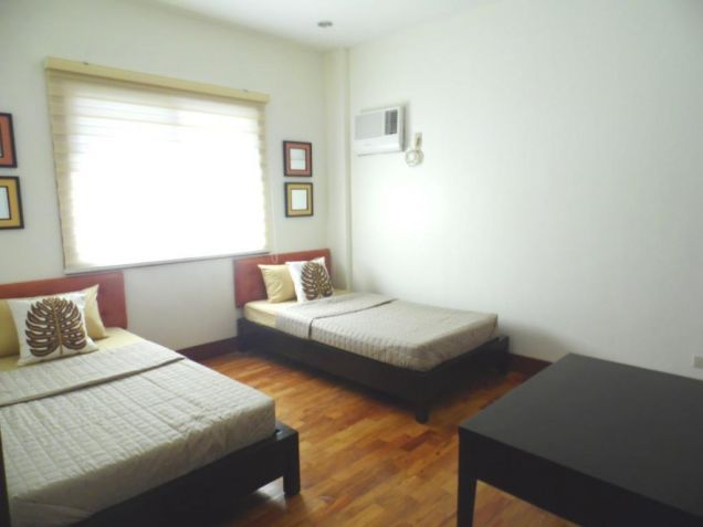 House and Lot for rent in Balibago with 3BR - 75k - 6
