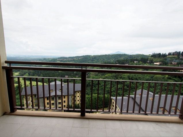 Tagaytay Highlands: Php 28,051,000 Mahogany (Woodridge Place Condominium) Floor Area: 212.24 sqm, - 9