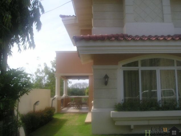 4-Bedroom House with Pool in Ma. Luisa - Banilad - Cebu - 8