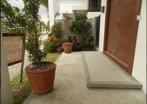 For Rent Fully Furnished House and lot with 4 Bedrooms - 8