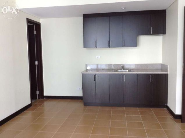 2 Bedrooms Ready For Occupancy Condo in Makati near Ayala at San Lorenzo Place - 9