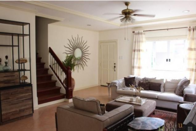 For Rent Three Bedrooms Townhouse in Villa Terrace - 1
