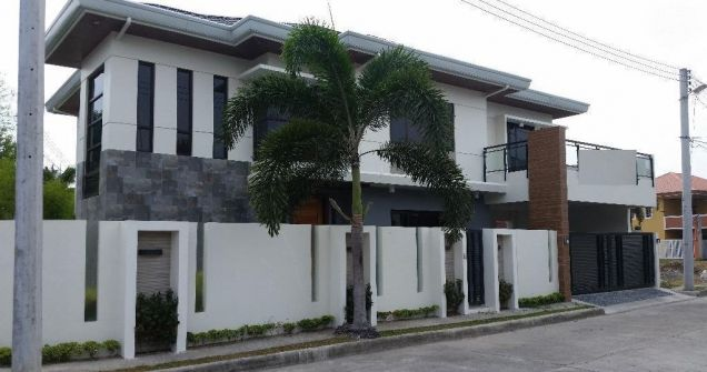 Fully Furnished House and Lot for Rent in HENSONVILLE at P120K - 4