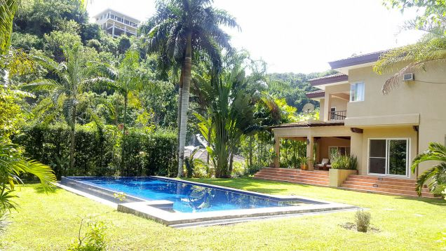 Beautiful 4 Bedroom House with Swimming Pool for Rent in Maria Luisa Estate Park - 0