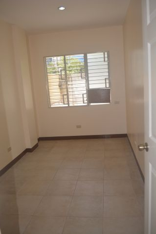 Corner townhouse unfurnished with 3 bdrms near UP and Jy square P28K - 1