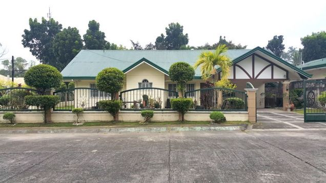 Bungalow House with Spacious yard for rent in Angeles City, Pampanga - P50K - 0