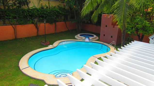For Rent:  Executive House with Pool - 9