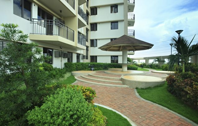 Only 5% DP DMCI Condo in Taguig Ready for occupancy 2 Bedrooms Cypress Tower nr SM AURA - 5