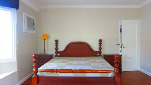 For Rent:  Executive House with Pool - 4