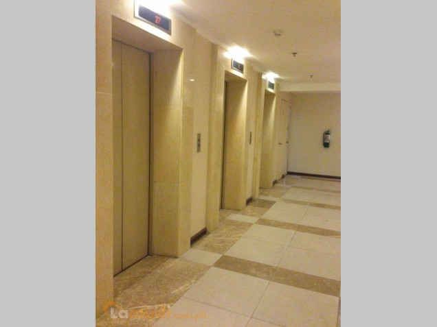 ready for occupancy studio type condo unit near at shangrila hotel - 0