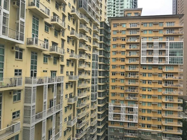 FULLY FURNISHED 2 Bedroom Condo Unit w Parking Lot, Two Serendra, BGC FOR SALE - 6