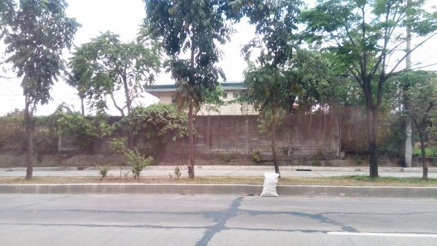 Commercial Lot along Congressional Avenue Extension with existing House - 0