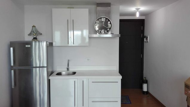 1 Bedroom Semi-Furnished Condo unit for Sale near Makati across Rockwell Center - 0