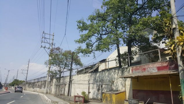 For sale lot in Pandacan Manila with existing oil depot good for housing and condominium projects - 0