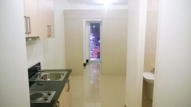 One BR condo in Roxas Blvd Facing Sea Near Airport and Mall Of Asia Rent To Own - 4