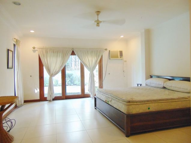 4 Bedroom Bungalow House with Swimming Pool for Rent in Banilad, Cebu City - 1