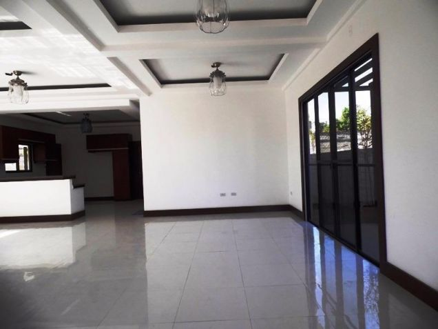 4 Bedroom Nice House in a Exclusive subdivision in Angeles City - 7