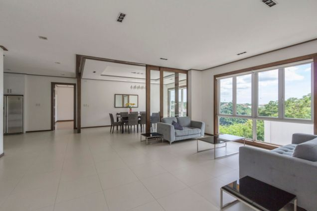 Modern 4 Bedroom House for Rent in Maria Luisa Park - 1
