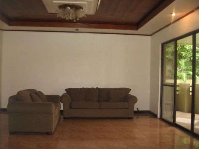 5-Bedroom House in Banilad with Swimming Pool Semi Furnished - 9