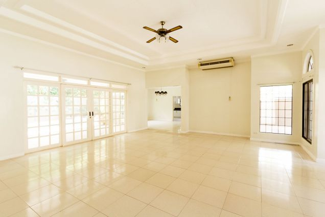 Spacious 4 Bedroom House with Swimming Pool for Rent in Talamban - 9