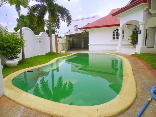 House and Lot for rent with 5BR and Swimming pool - 90K - 3