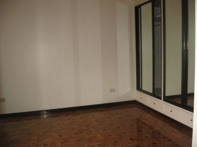 5-Bedroom House in Banilad with Swimming Pool Semi Furnished - 4