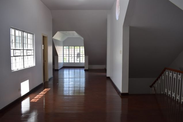 3 bedrooms unfurnished   Townhouse  with Attic for rent - 5