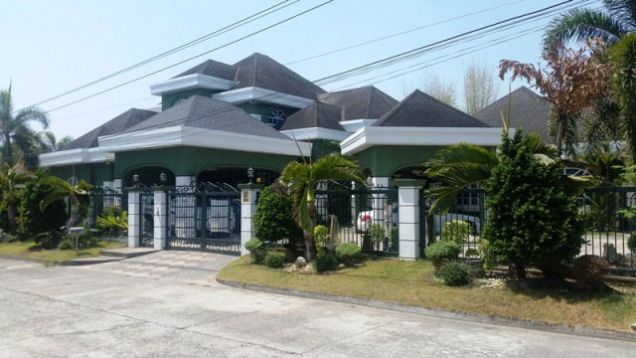 Huge House with 6 Bedrooms For Rent in Friendship, Angeles City - Fully Furnished - 0