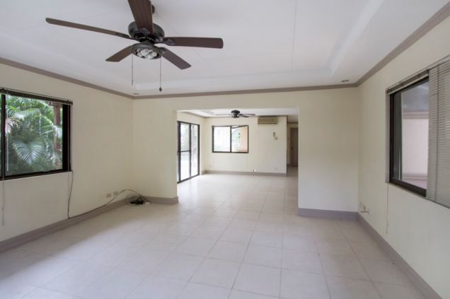 Unfurnished 4 Bedroom House for Rent in Maria Luisa Park - 6