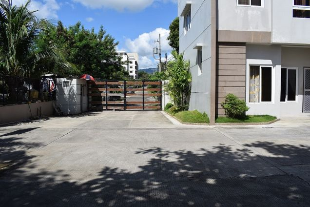 3 Bedrooms Furnished Townhouse 15 Minutes Walk To Ayala Center - 2