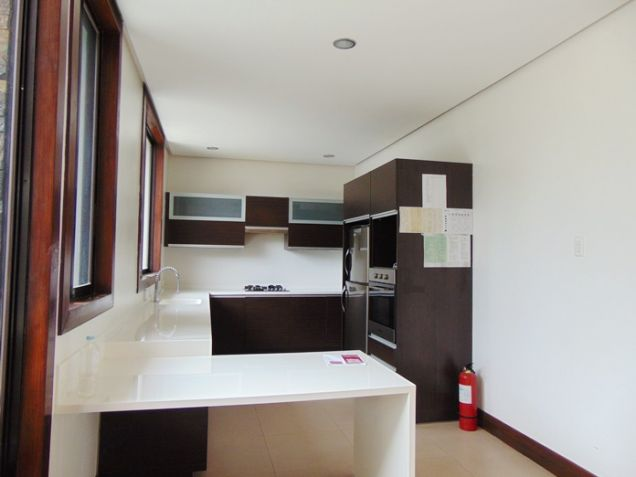 4 Bedrooms Nice House with Swimming Pool for Rent in Banilad, Cebu City - 1