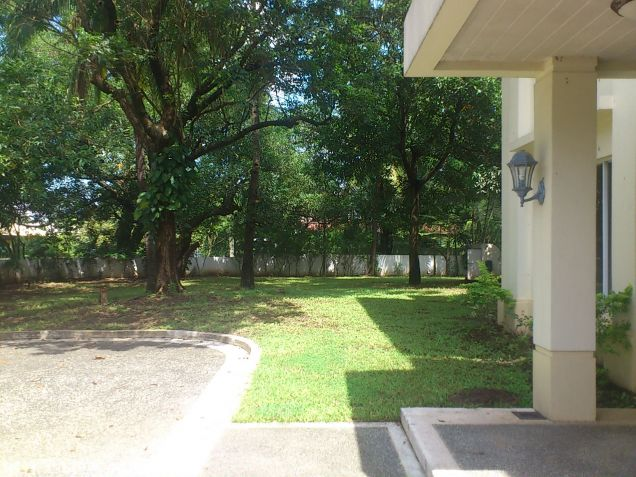 Forbes Park Makati contemporary house for rent - 1