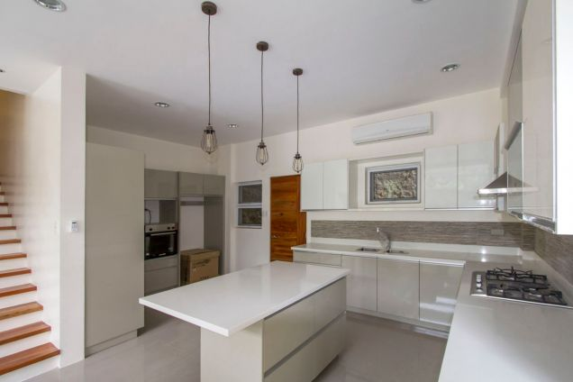 Brand New 5 Bedroom House for Rent in Maria Luisa Park - 9