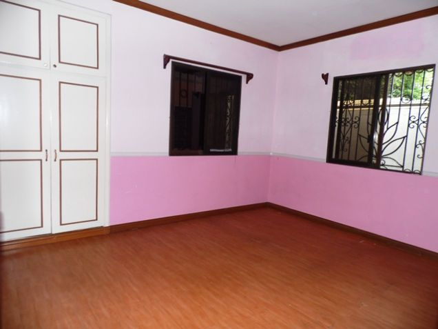 Bungalow House with 4 Bedrooms For Rent - 35K - 1