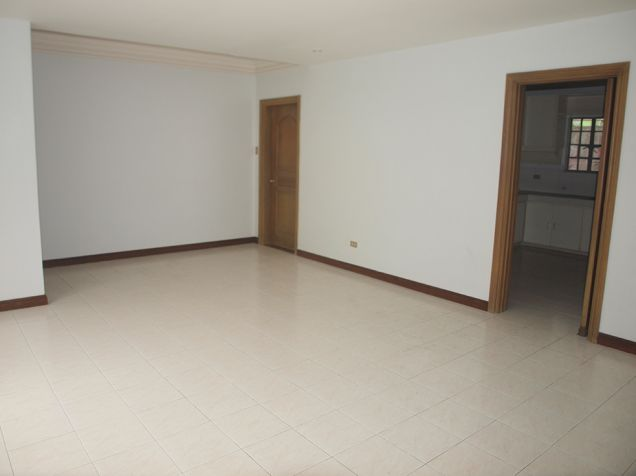 Ayala Alabang, 4 bedrooms with den and pool house for rent - 7