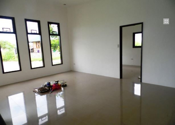 This Bungalow House with Spacious Living room at P 25,000 - 9