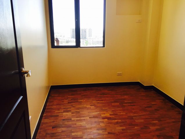 Only 5% DP DMCI Condo in Taguig Ready for occupancy 2 Bedrooms Cypress Tower nr SM AURA - 8