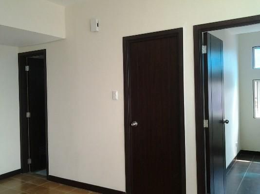 2 Bedrooms Ready For Occupancy Condo in Makati near Ayala at San Lorenzo Place - 0