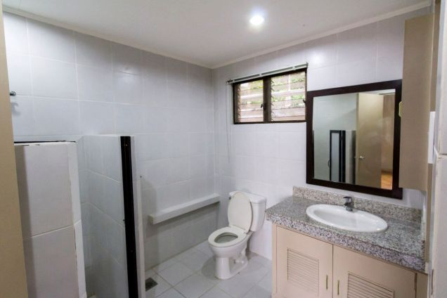 Renovated 4 Bedroom House for Rent in Maria Luisa Park - 3