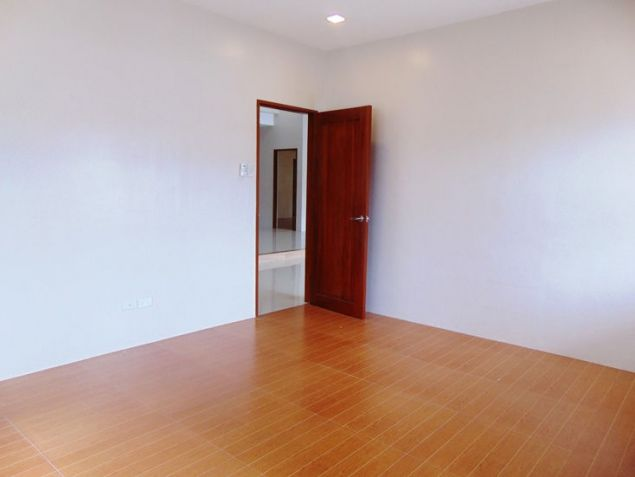 House for Rent in Banilad, Cebu City 4-Bedrooms unfurnished with air-condition units - 6