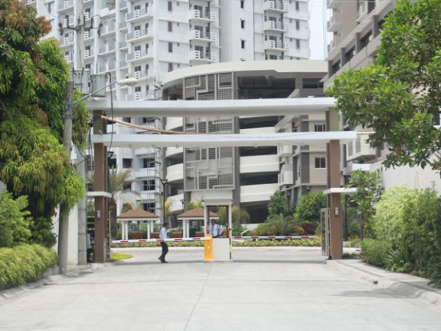 For sale 1bedroom unit in Zinnia towers Quezon City near SM North RFO - 1
