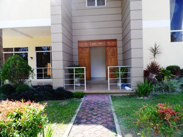 2-StoreyFurnished House & Lot For Rent In Hensonville Angeles City W/Golf Course ,Lawn Bowling Ect. - 4
