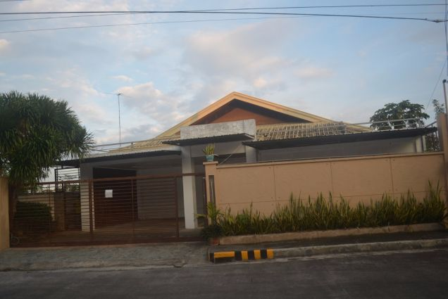 Single dtached house with 6 bedrooms inside subd of consolacion P50K - 0