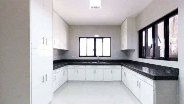 3 Bedroom Nice House for Rent at San Lorenzo Village Makati(All Direct Listings) - 5