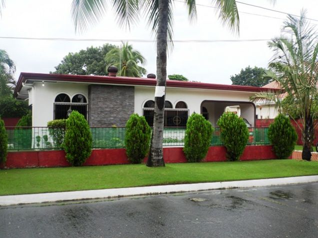 Fully Furnished Bungalow House FOR RENT near SM Clark - @40K - 1