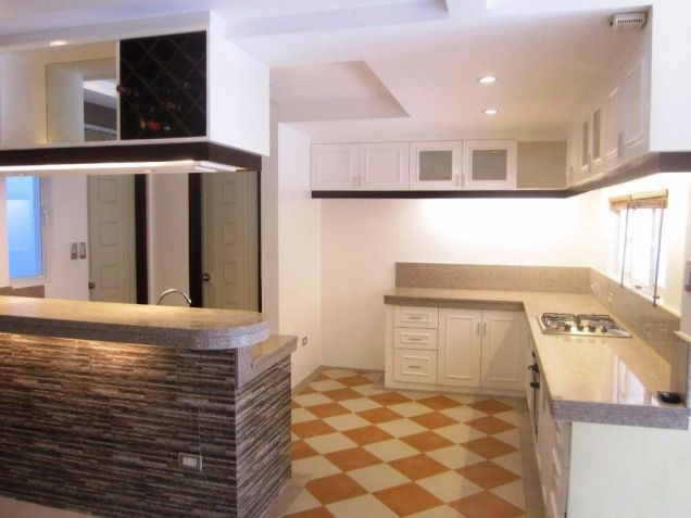 4 Bedroom 3 storey town house and lot for Rent in angeles city - 9