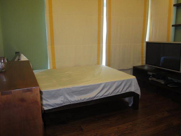 3 bedroom Sapphire Residences BGC - 9
